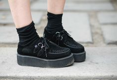 Creepers Shoes Outfit, Tuk Creepers, Indie Fashion, Grunge Fashion, Fashion Shoes, Women's Fashion, David Bowie Fashion, Luanna Perez, Pretty Shoes
