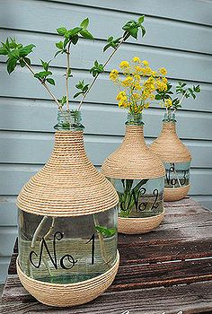 Create a statement using old wine jugs, jute and some paint ~ DIY Vase Wine Jug Crafts, Wine Craft, Jute Crafts, Diy Home Crafts, Diy Home Decor, Diy Bottle, Bottle Art, Creation Deco, Glass Jug