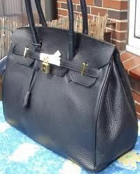 birkin bag costs over $10, 000!!!!! too pricey for me.. wonder if i could make one similar...