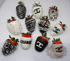 CHANEL •strawberries Chocolate Covered Treats, Chocolate Dipped Strawberries, Strawberry Decorations, Chocolate Decorations, Strawberry Dip, Strawberry Recipes, Fruit Creations, Cute Desserts, Dessert Decoration