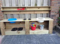 Buitenkeuken voor peuters. Diy Projects To Try, Garden Projects, Girls Furniture, Mud Kitchen, Cubby Houses, Daycare Crafts, Garden Care, Holidays With Kids, Kids Corner
