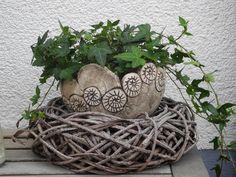 Blumentöpfe - Blumenschale mit Schnecken - ein Designerstück von Bei-Frau-Wunder-und-Frau-Schoen bei DaWanda