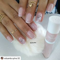Gel Nails VS Acrylic Nails 2019 How Does The Gel Nails Look? Gel nails are sticky gel-like, and it is normal to distinguish between natural nails and stretch gel nails, which are shiny for 14 days. How Does The Acrylic Nails Look Glitter French Manicure, French Nails, Manicure And Pedicure, Great Nails, Cute Nails, Pretty Nail Art, Almond Nails, Winter Nails, Wedding Nails