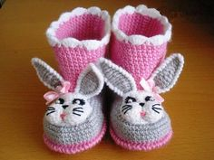 crochet baby boots : - Learn how to Crochet : Baby Shoes Knit Baby Shoes, Crochet Baby Boots, Crochet Sandals, Knitted Booties, Crochet Baby Clothes, Newborn Crochet, Baby Booties, Baby Sandals, Knitted Baby