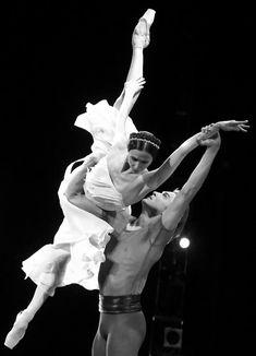 "<<Svetlana Zakharova and Denis Rodkin in ""Francesca da Rimini"" - choreography by Yuri Possokhov from ""AMORE"">> Svetlana Zakharova, Art Ballet, Ballet Dancers, Shall We Dance, Just Dance, Dance Photos, Dance Pictures, Bolshoi Ballet, Dance Movement"