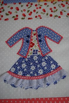 Doll Dresses Quilt for Olivia Vintage Quilts Patterns, Quilt Patterns Free, Mini Quilts, Baby Quilts, Quilting Tutorials, Quilting Designs, Patchwork Fabric, Doll Quilt, Couture