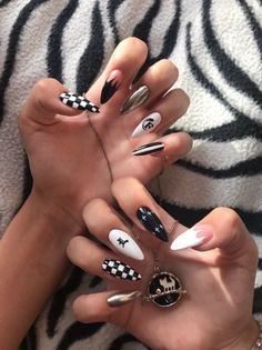 Goth Nails, Edgy Nails, Grunge Nails, Stylish Nails, Swag Nails, Edgy Nail Art, Gold Gel Nails, Summer Acrylic Nails, Best Acrylic Nails