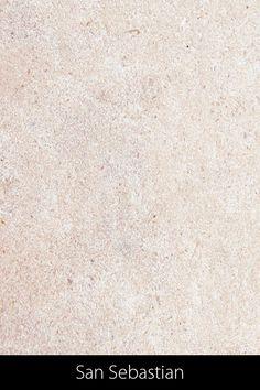 Die durch das sandstrahlen bedingte raue und leicht unebene Oberfläche lässt den Stein natürlicher und rustikaler erscheinen, was gut zu einem Ess- oder Clubtisch passt. Als Kalkstein empfehlen wir ihn nur für Tische im Innenbereich Terrazzo, Design, Petrified Wood, Natural Stones, Tables, Rustic, Design Comics