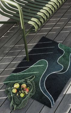 The northern lights is one of the most fascinating nature experiences one can witness. Nord is inspired by this polar phenomenon dancing elegantly across the sky. Machine Washable Rugs, Indoor Outdoor Rugs, Sustainable Living, Floor Mats, Recycled Materials, Entryway Decor, Scandinavian Design, Sustainability, Garden Design