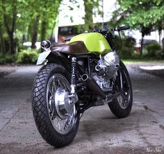 Welcome to Cafe Racer Design! We focus solely on showcasing the design of Cafe Racer Motorcycles. Cafe Racer is a term used for a type of motorcycle and the cyclists who ride them! Scrambler, Moto Guzzi Motorcycles, Racing Motorcycles, Custom Motorcycles, Custom Bikes, Cafe Moto, Cafe Racer Motorcycle, Motorcycle News, Vintage Cafe