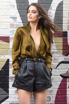Emily didonato seen in manhattan during a photo shoot rock, emily didonato, Leather Shorts Outfit, Black Shorts Outfit, Black Leather Shorts, Summer Shorts Outfits, Short Outfits, Cute Outfits, Outfit Summer, Casual Outfits, Emily Didonato