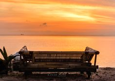 Sunset in the magnificent Gili Air, Indonesia! This paradisiac tiny island is a beautiful spot for snorkeling and relax. A detail I love about this place is that there are no motor vehicles in the entire island.