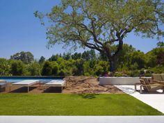 Pool side deck 池邊
