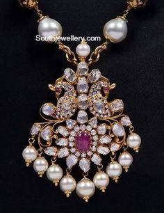 Diamond Pendant latest jewelry designs - Page 2 of 27 - Indian Jewellery Designs Antique Jewellery Designs, Jewelry Design, Locket Design, Gold Jewelry Simple, Modern Jewelry, Diamond Pendant, Diamond Necklaces, Diamond Jhumkas, Jewelry Patterns
