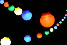 #Partylichterkette mit 20 bunten Lampions in Glühbirnen-Form (Ø 5 cm)  LED-Lichterkette, Länge 5 + 5 m Zuleitung, ideal für die #Gartenparty