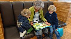 La adquisición de conocimientos a través de la lectura, ayuda a los niños a desarrollar habilidades de comunicación y a aumentar sus aptitudes para el aprendizaje de nuevas cosas.