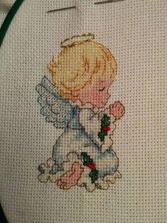 Bordado a punto de cruz para tarjeta navideña Cross Stitch Angels, Cross Stitch Baby, Cross Stitch Charts, Baby Crafts, Diy And Crafts, Looney Tunes, Free Pattern, Snoopy, Embroidery
