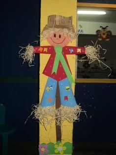 Painel Decoração Festas Juninas Espaço do Educador Ideia Criativa Fall Festival Decorations, Fall Door Decorations, Fall Decor, Holiday Decor, Twigs Decor, Diy And Crafts, Crafts For Kids, Popsicle Stick Crafts, Halloween Crochet