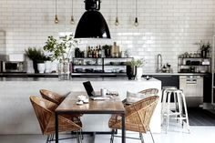 Small kitchen: discover all our inspirations - Elle Décoration - Dining Room, Dining Table, House Doctor, Best Kitchen Designs, Cuisines Design, Cool Rooms, Apartment Design, Elle Decor, Decoration