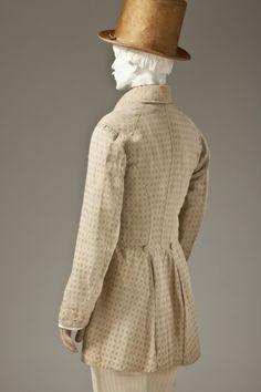 Il frock coat (inglese: cappotto a tunica) è un cappotto da uomo che scende fino alle ginocchia con spacco singolo. È dotato di un colletto e di due risvolti (doppiopetto), ed è stretto in vita. I frock coat apparvero circa nel 1816 ed erano probabilmente di origine militare. Venivano indossati come abiti informali durante i primi decenni del diciannovesimo secolo, diventando sempre più popolari dal 1830 in poi. 1845