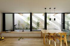周囲を住宅に囲まれた場所に、緑が好きな家族のために計画した住まい。 プライバシーを守りつつ、豊かな光とミドリに囲まれている。 ・敷地面積:75.58㎡ ・建築面積:43.42㎡ ・延床面積:84.97㎡ ・構造:木造 ・撮影:鳥村鋼一 Minimal Home, Furniture Design, Japanese House, New Homes, Window Seat, Shop Interiors, Interior Design, Room, Beautiful Furniture