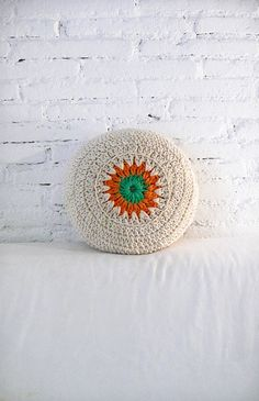 Round Pillow Crochet by lacasadecoto on Etsy, €34.00