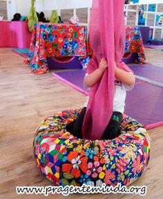 Como usar pneus em atividades corporais   Pra Gente Miúda Yoga For Kids, Diy For Kids, Crafts For Kids, Baby Sensory Classes, Home Daycare, Preschool Activities, Baby Room, Playroom, Teaching