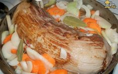 El escabeche es un tipo de preparación que va bien con distintos tipos de carnes como así también con verduras. Por eso hoy te propongo una combinación de estas dos y te enseño a hacer este riquísimo peceto al escabeche para comer tanto frío como caliente. Esta prepara