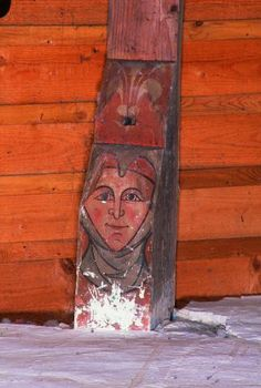Trèbes (Aude), extrémité d'un corbeau peint d'un visage de la charpente de l'église Saint-Etienne