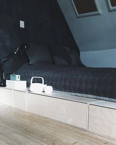 diy-seng-byg-teeagervaerelse-teenagervarelse Teenage Room, Tiny Apartments, Bedroom Inspo, Kid Beds, New Room, New Furniture, Home Furnishings, Room Inspiration, Skagen