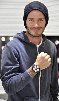 Casual Fashion on David Beckham David Beckham Watch, David Beckham News, David Beckham Style, Victoria Beckham Style, Posh And Becks, Mens Trends, Raining Men, Mens Fashion, Fashion Outfits