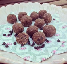 Before I start ranting about breastfeeding, there is a version of paleo raw cookie dough balls here , for all of you not lactating! Oat Cookies, Lactation Cookies, Breastmilk Cookies, Raw Cookie Dough, Lactation Recipes, Cookie Recipes, Paleo Recipes, Clean Recipes, Free Recipes
