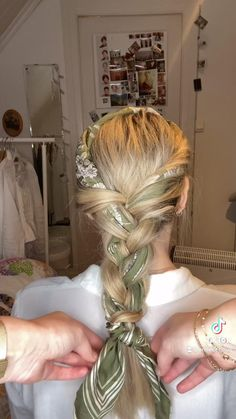 Hairdo For Long Hair, Curly Hair Tips, Curly Hair Styles, Easy Hairstyles For Thick Hair, Easy Vintage Hairstyles, Work Hairstyles, Bandana Hairstyles, Braided Hairstyles, Hairstyles For Working Out