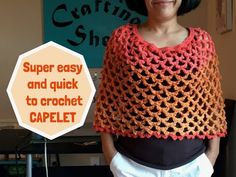 How to crochet easy CAPELET. Step-by-step tutorial on how to crochet Capelet. Very easy and quick to crochet pattern. Diy Crochet Poncho, Crochet Caplet, Crochet Shawls And Wraps, Crochet Shirt, Crochet Clothes, Crochet Vests, Crochet Edgings, Crochet Motif, Crochet Baby