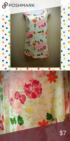 Nwt floral tank top Brand new,  cute floral detail,  true 2X Tops Tank Tops