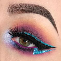 Obsessed with this striking eye by @louisecalvertmua in our 'Nirvana' #rougeandrogue lashes and this aqua blue and purple eye. Nirvana is sold on its own or as part of our 'Black Menagerie' bundle! ⚡️