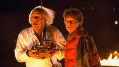 """É claro que todo mundo se lembra do quase perfeito filme De Volta Para o Futuro. Mas você sabia que o clássico filme de 1985 tem um dos melhores """"Easter eggs"""" de todos os tempos?"""