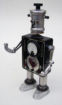 Pañuelos Familia® Chic Metallic. Un Toque Chic que le dará brillo a cualquier lugar. Diy Robot, Arte Robot, Robot Art, Recycled Robot, Recycled Art, Repurposed, Found Object Art, Found Art, Tin Can Robots