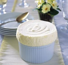 This make-ahead chilled lemon soufflé recipe is easier than it looks but you don't have to tell your dinner party guests that. Lemon Souffle Recipe, Souffle Dish, Souffle Recipes, Cold Desserts, Just Desserts, Delicious Desserts, Yummy Food, French Desserts, Lemon Dessert Recipes
