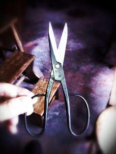古い博多鋏を研いでもらった。