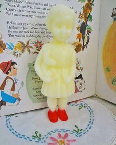 "Clonette doll candle with red shoes ""イベントで購入したクロネットドールのキャンドル すごく可愛い〜 #クロネットドール #キャンドル #mothergoose #aliceandmartinprovensen #ヴィンテージ絵本"