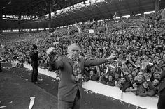 Liverpool manager Bill Shankly celebrates with the kop after Liverpool clinched the football league championship with a draw against Leicester City at Anfield on April 1973 Best Football Team, Football Stadiums, School Football, Liverpool Fans, Liverpool Football Club, Liverpool Legends, Bill Shankly, Football Pictures, Leicester