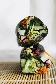 Healthy Eating - Raw Nori Wraps with Red Cabbage, Cucumber, Carrots, Zucchini and Spicy Dipping Sauce  from Raw Guru - #rawnori