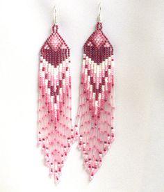 White and Pink Earrings. Native American Earrings par Burvesrotas, $31.00