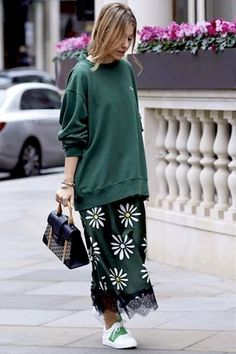 22 Photos of Hoodie Street Style Fashion Mode, Moda Fashion, Womens Fashion, Fashion Trends, Sport Fashion, Style Fashion, Looks Chic, Looks Style, Style Me