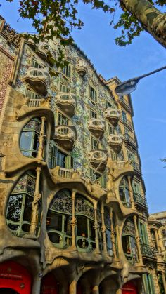 Another masterpiece of Gaudí Barcelona, How To Run Faster, Gaudi, The Incredibles, Mansions, Architecture, House Styles, City, Zaragoza