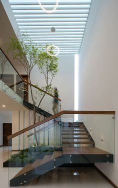 Modern Staircase Design Ideas - Stairs are so usual that you do not give them a reservation. Take a look at best 10 examples of modern staircase that are as stunning as they are . Home Stairs Design, Modern House Design, Home Interior Design, Staircase Design Modern, Staircase Contemporary, Glass House Design, Modern House Facades, Stair Design, Modern Lofts