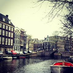 A cloudy day on the canals -  Awesome Amsterdam - awesomeamsterdam.com instagram/awesomeamsterdam