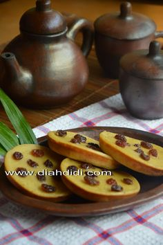 Diah Didi's Kitchen: Kue Lumpur Pisang.. Indonesian Desserts, Asian Desserts, Indonesian Food, Kitchen Recipes, My Recipes, Sweet Recipes, Diah Didi Kitchen, Food Charts, Traditional Cakes