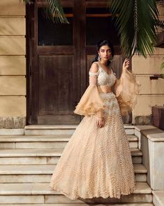 Pretty Lehenga Blouse Designs To Jazz Up Your Bridal Look Full Sleeves Blouse Designs, Bridal Blouse Designs, Saree Blouse Designs, Summer Wedding Outfits, Bridal Outfits, Bridal Dresses, Wedding Dress, Latest Saree Blouse, Lehenga Blouse